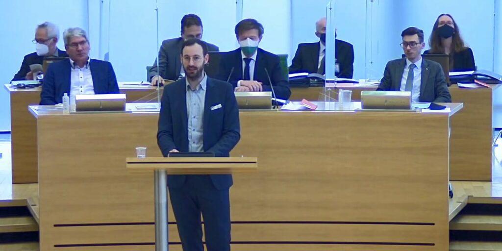 Daniel bei einer Rede im Landtag