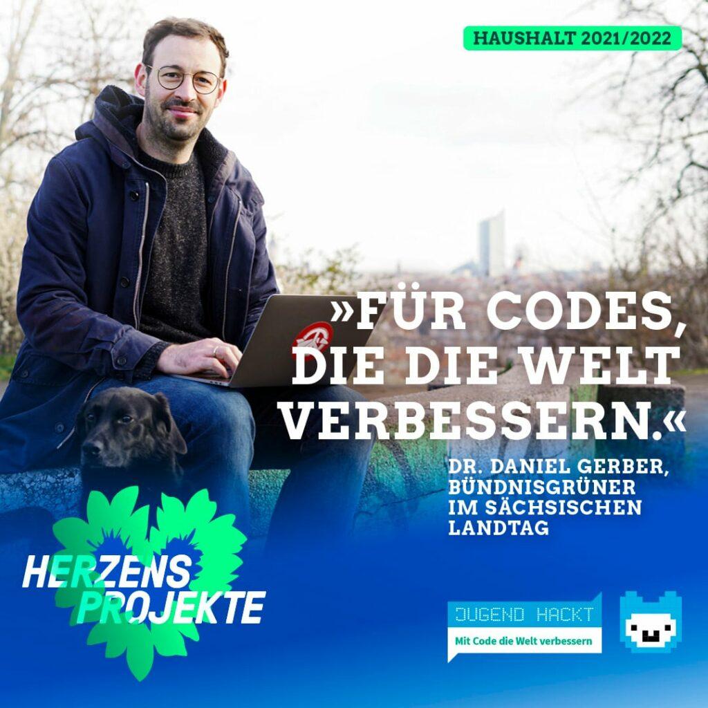 Dr. Daniel Gerber sitzend mit Laptop auf dem Schoß auf dem Fockeberg in Leipzig