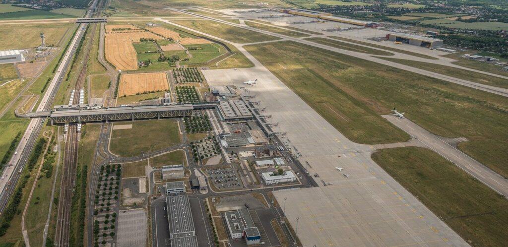 Luftaufnahme des Flughafens Leipzig/Halle